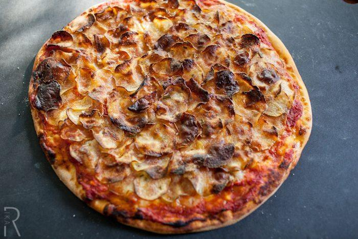 Crispy potato pizza